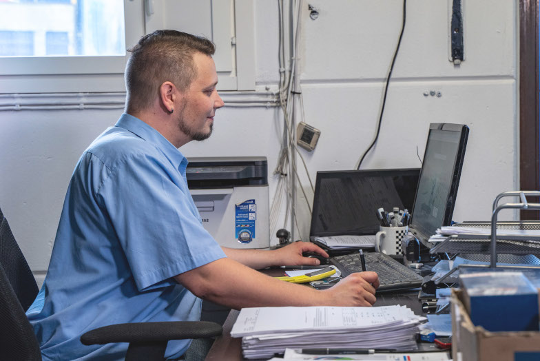 Car Repair Shop Manager Ordering Prodiags Online Training Modules for the Mechanics at his Automotive Workshop