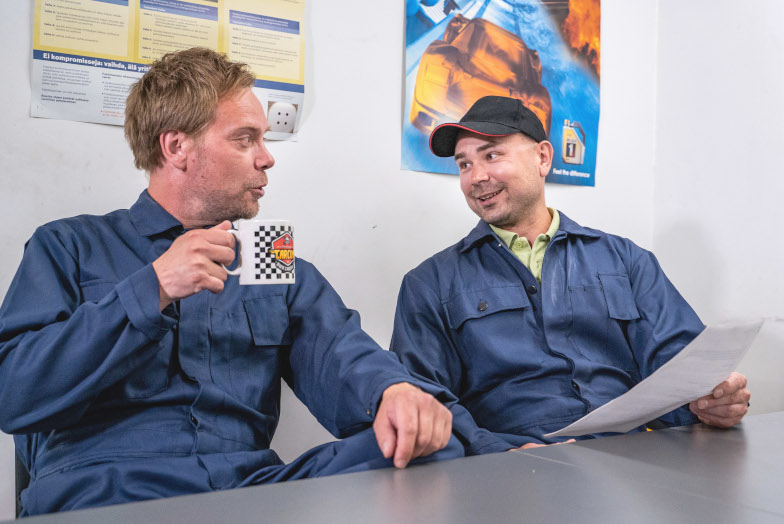 Car Mechanics or Technicians Discussing the Prodiags Online Automotive Training Modules on Their Coffee Break