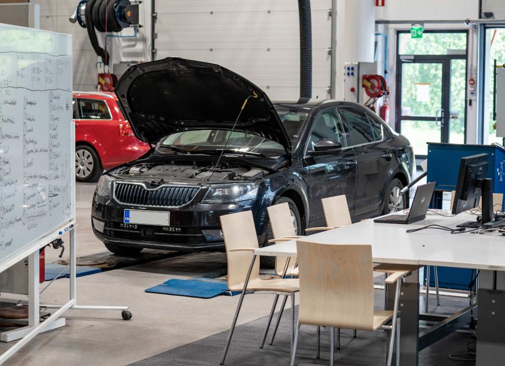 Car in automotive classroom