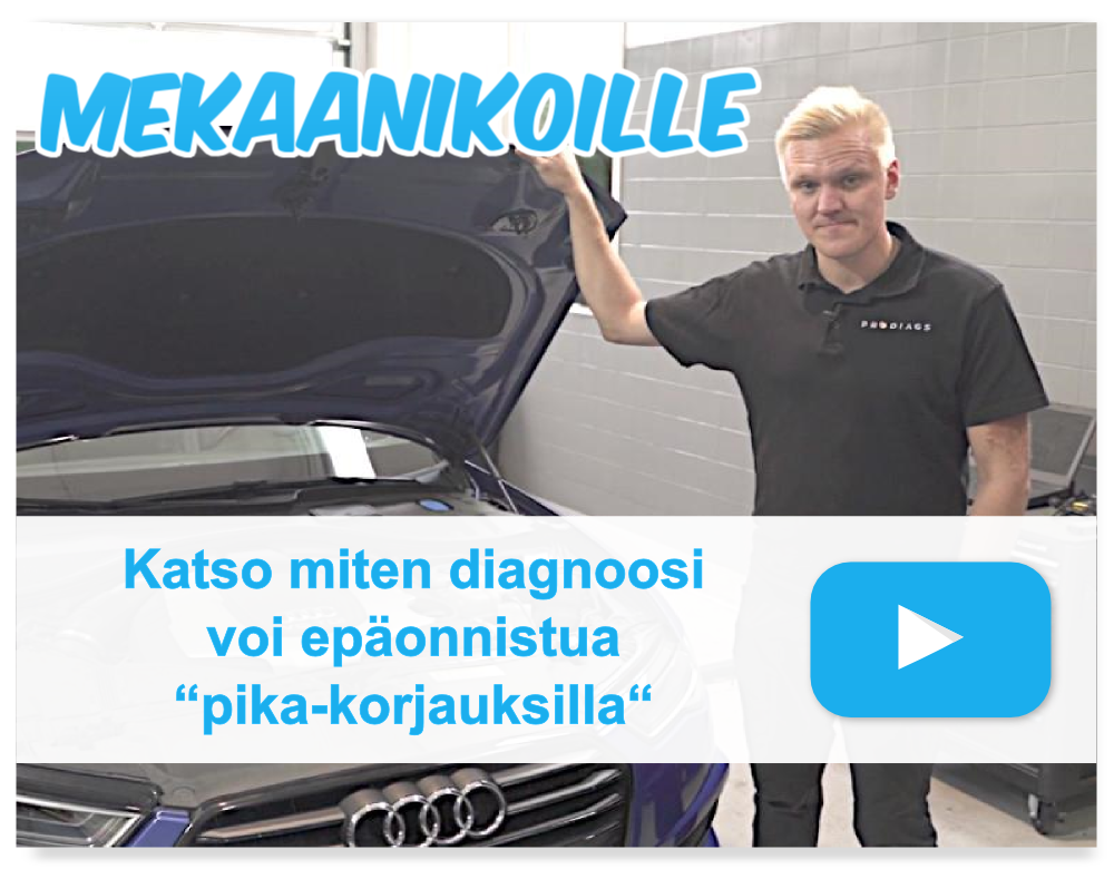 """Vaaleatukkainen kouluttaja pitää konepeltiä auki Audi A5 auton vieressä. Kuvassa sininen play-buttoni ja tekstit """"mekaanikoille"""" ja """"katso miten diagnoosi voi epäonnistua pika-korjauksilla""""."""